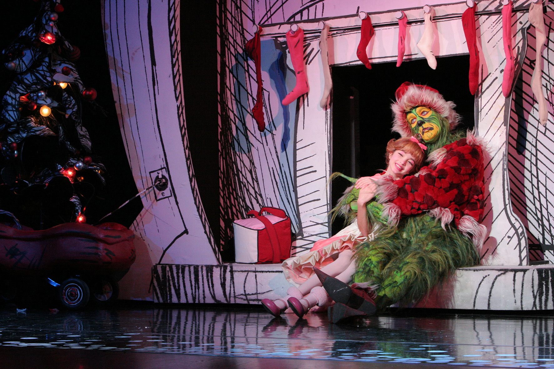 Segerstrom Center - Grinch - Brooke Lynn Boyd and Stefan Karl. Photo by PaparazziByAppointment.com_1