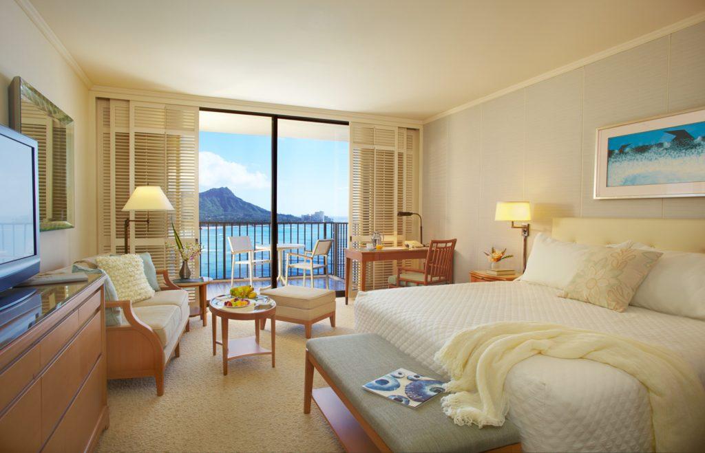 Halekulani Guestroom_credit Hotels & Resorts of Halekulani