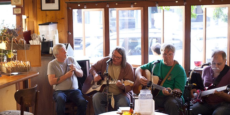 The Dennis Roger Reed band at Alta Coffee Warehouse & Restaurant | Photo by Dondee Quincena